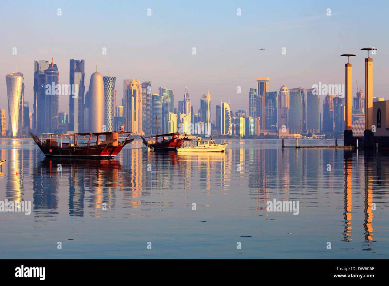 Qatar, Doha, West Bay, el distrito de negocios, el horizonte Imagen De Stock