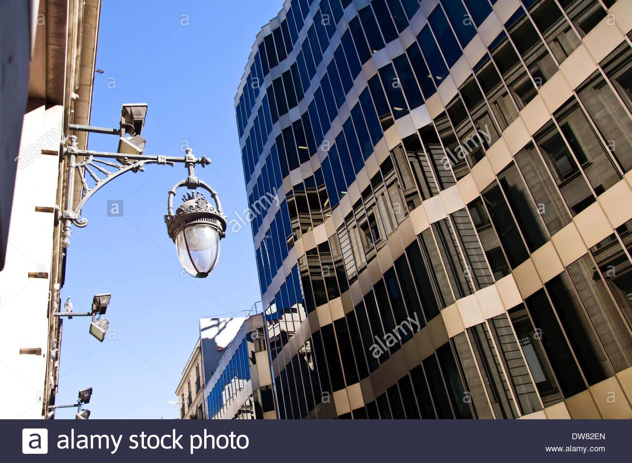 Edificio oficinas im genes de stock edificio oficinas - Calle princesa barcelona ...