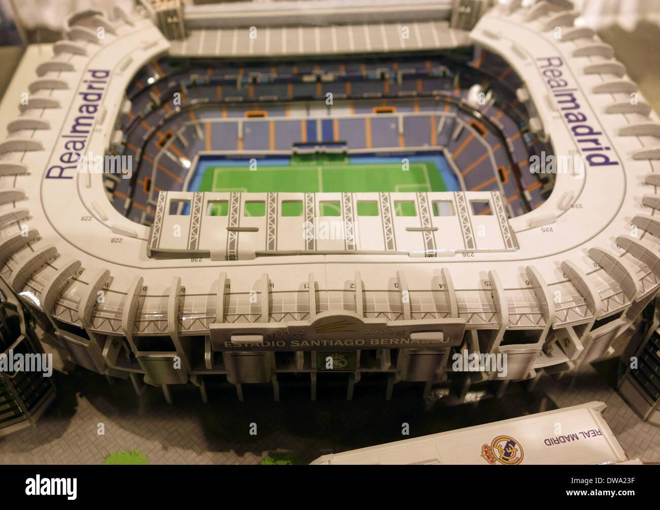 Modelo de Bernabeu en tienda oficial del Real Madrid 7ea3f144df257
