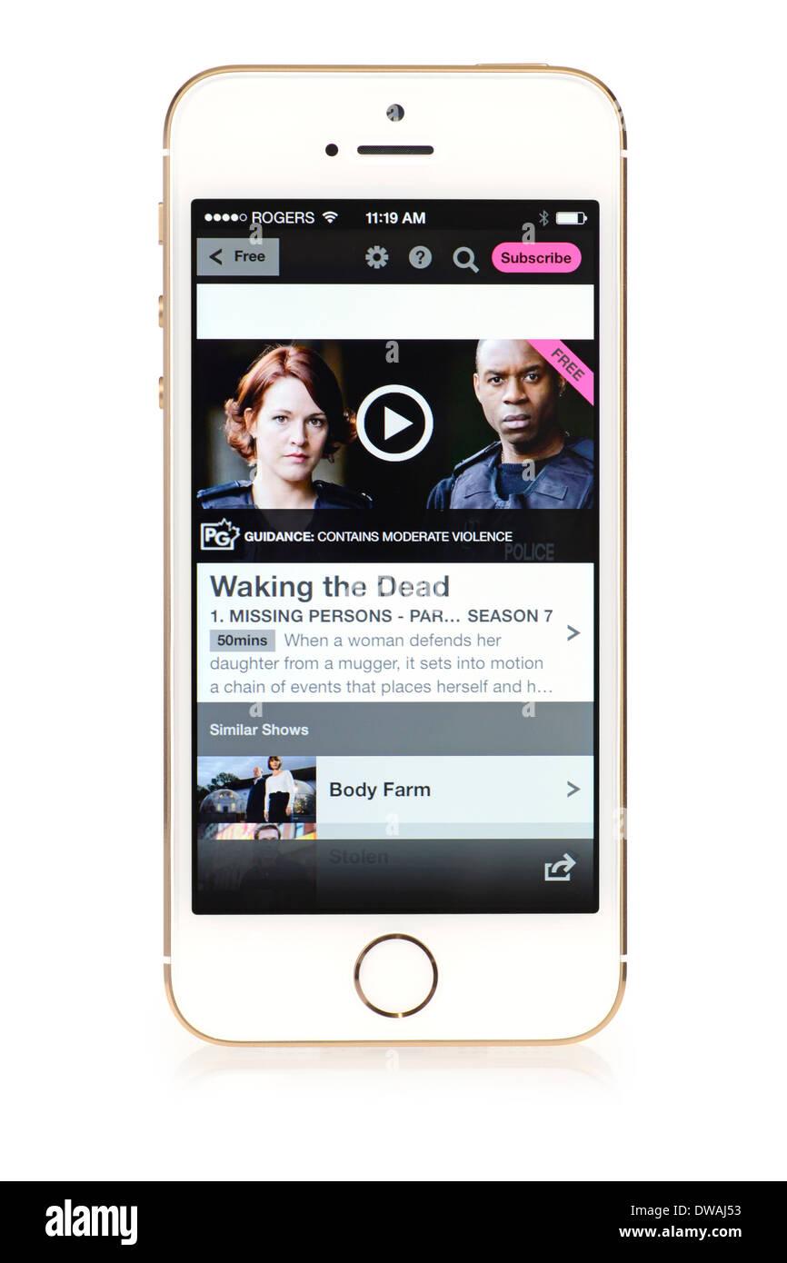 BBC iPlayer, iPhone 5S, la aplicación se ejecuta mostrando contenido libre disponible Imagen De Stock