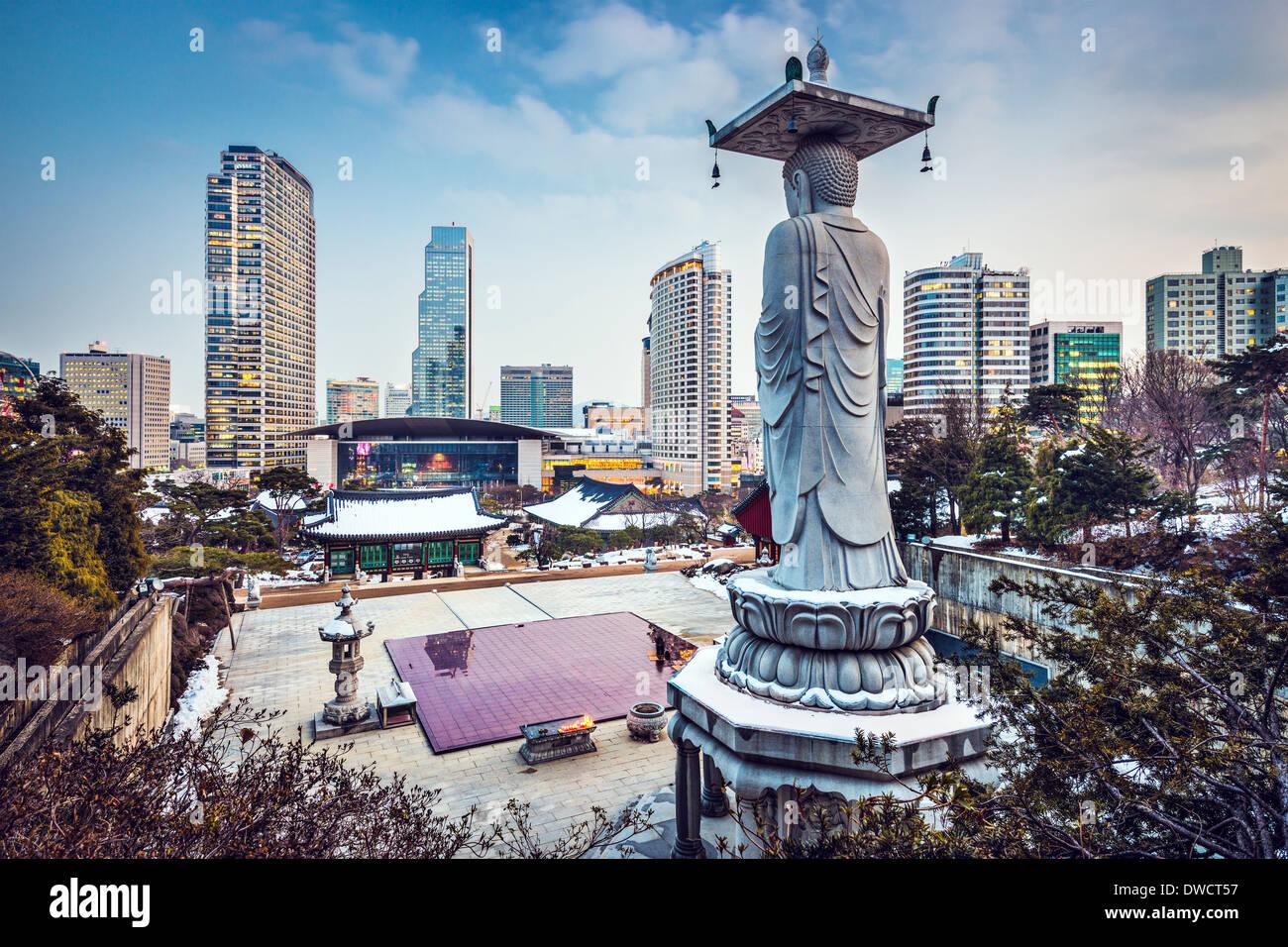 Seúl, Corea del Sur paisaje urbano en el distrito de Gangnam. Imagen De Stock