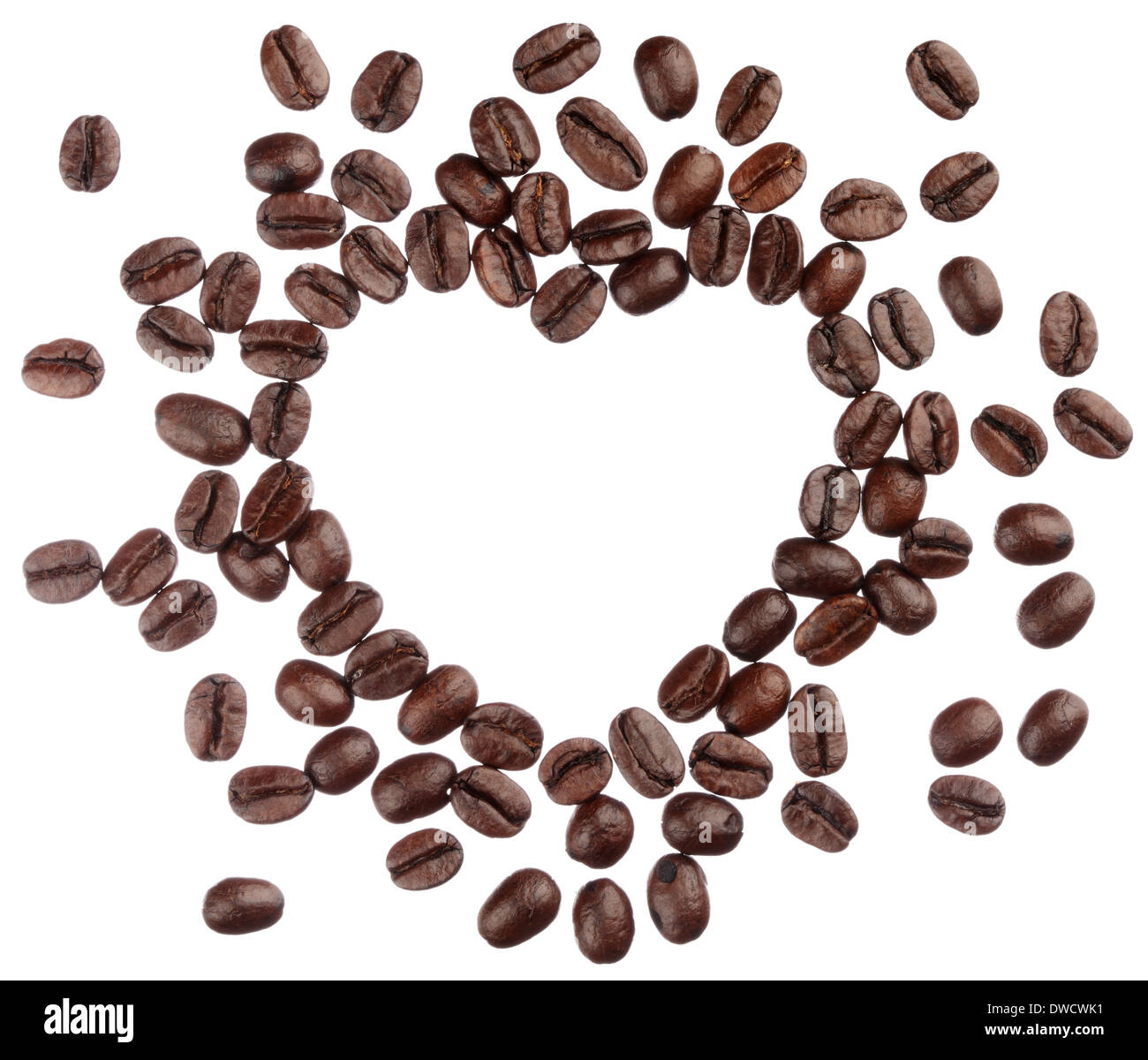 Los granos de café corazón aislado sobre fondo blanco cerrar Foto de stock