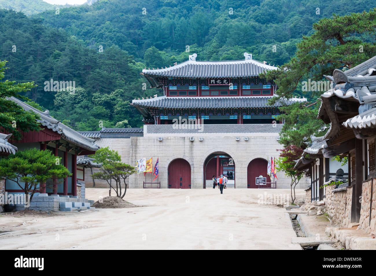 Arquitectura tradicional coreano en una villa histórica en Corea del Sur. Imagen De Stock
