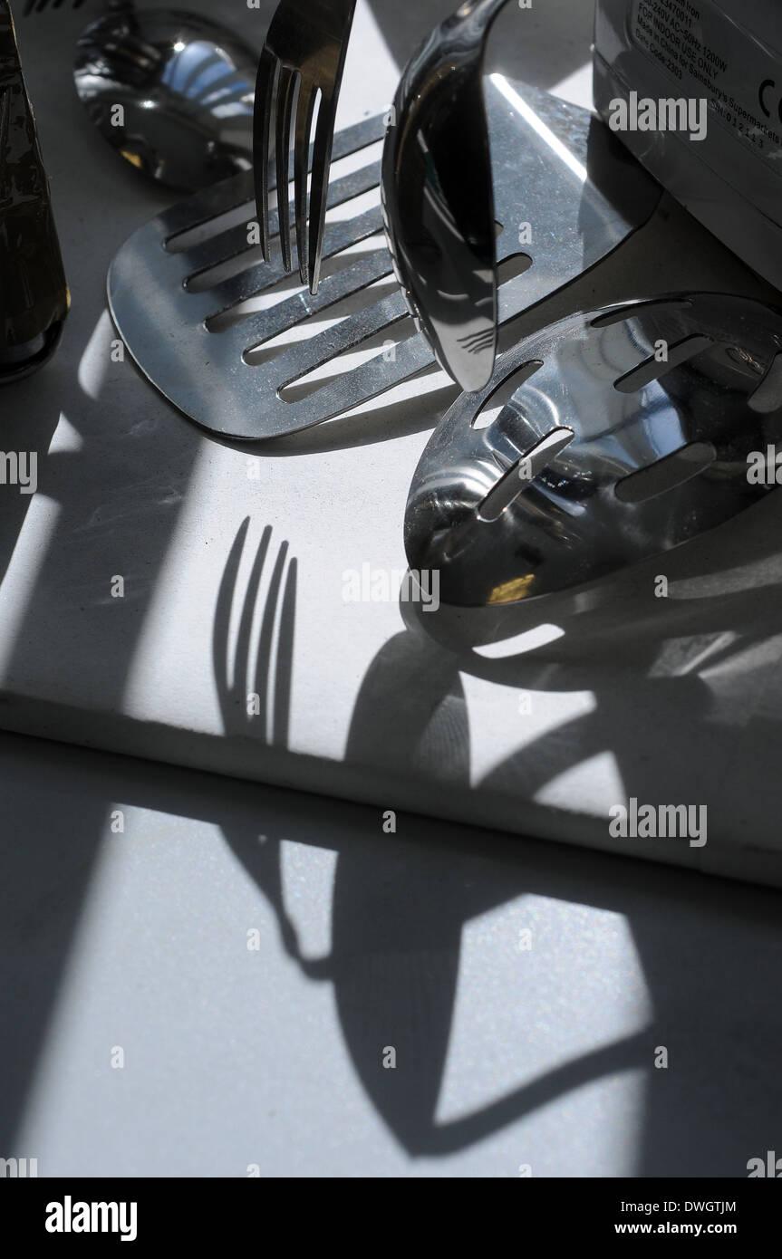 Cubertería, cuchillos y tenedores,organizar, arte, fondo negro, cafe, clip, clip-art, clipart, cocinar, refrigerar, cubertería, decoración, d Imagen De Stock