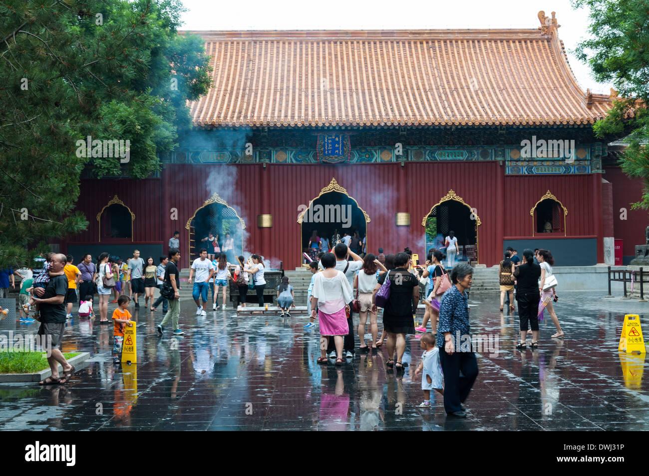 La arquitectura tradicional china en el Templo Lama Yonghegong de Beijing, China. Foto de stock