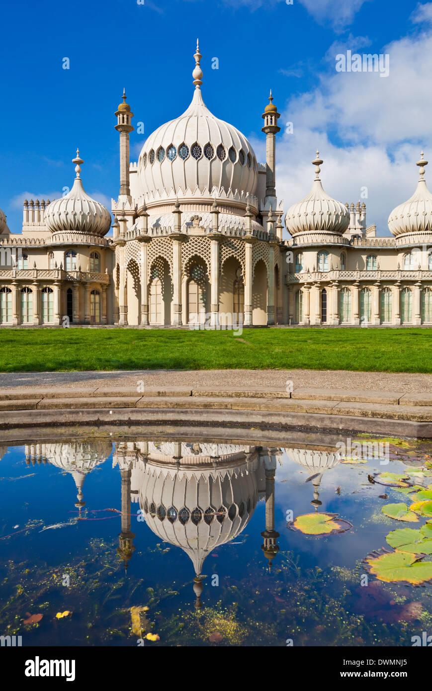 Brighton Royal Pavilion con reflexión, Brighton, East Sussex, Inglaterra, Reino Unido, Europa Imagen De Stock