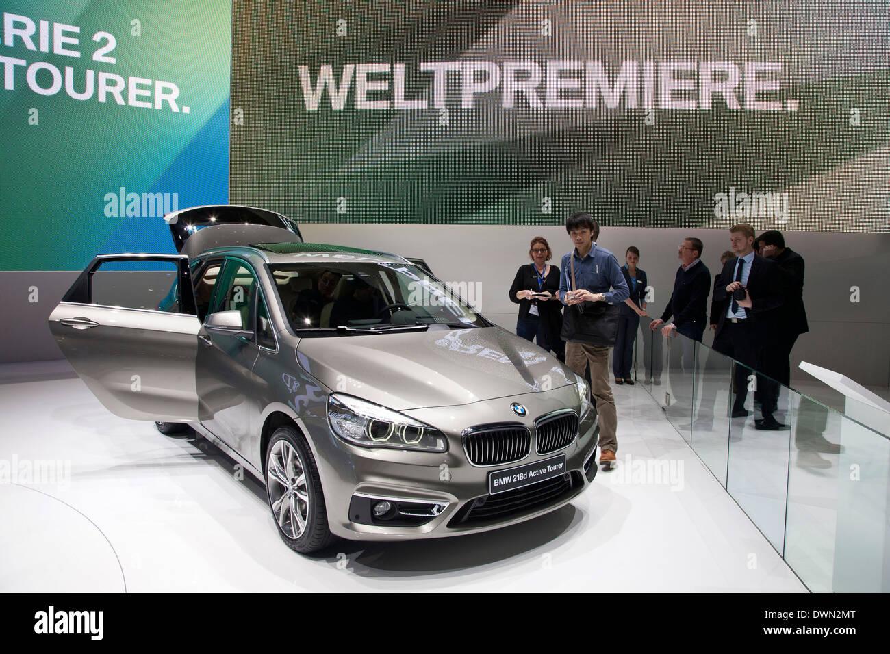 BMW 2-Series Active Tourer minivan en el 84º Salón Internacional del Automóvil de Ginebra 2014. Imagen De Stock