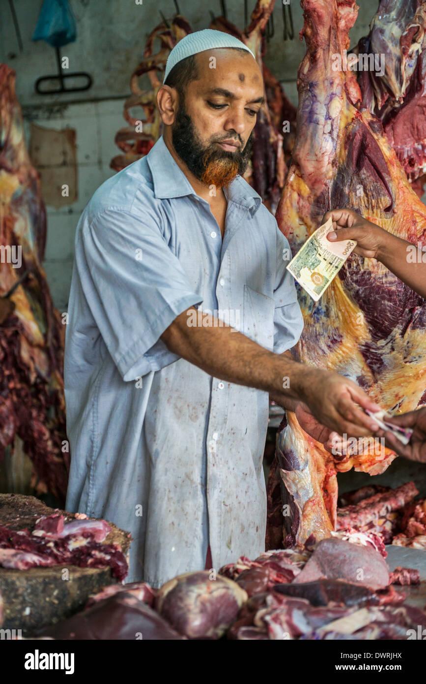 Carnicero en Kandy, Sri Lanka, el mercado de alimentos Imagen De Stock