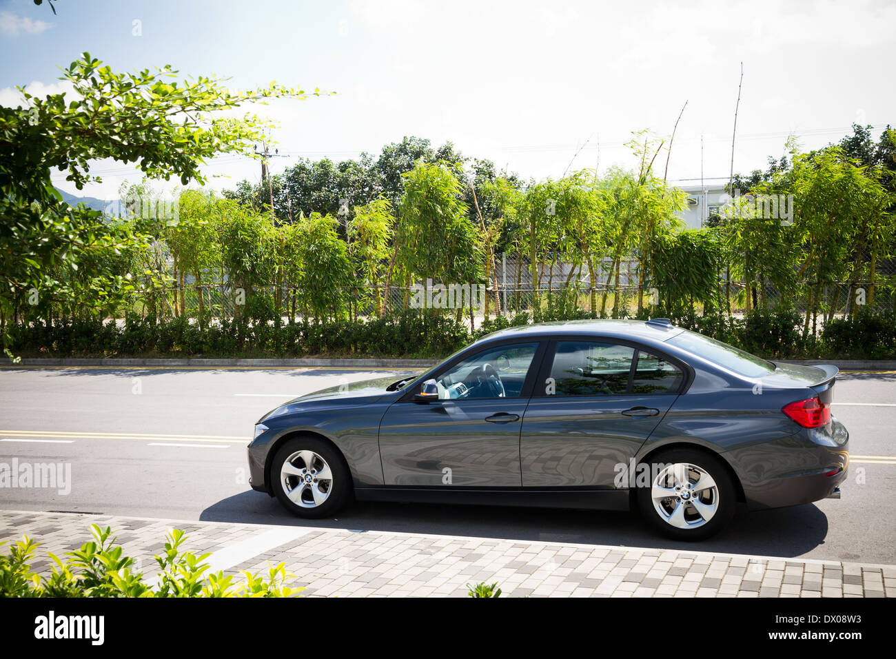 Sedán BMW 320d 2013 en color gris. Imagen De Stock