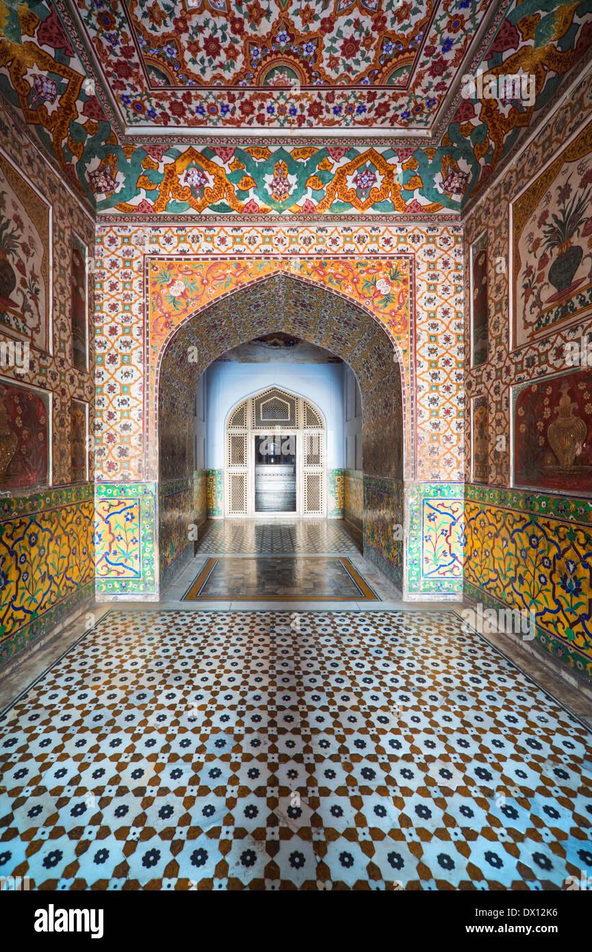 Entrada a la tumba de Jahangir en Lahore Pakistán Foto de stock