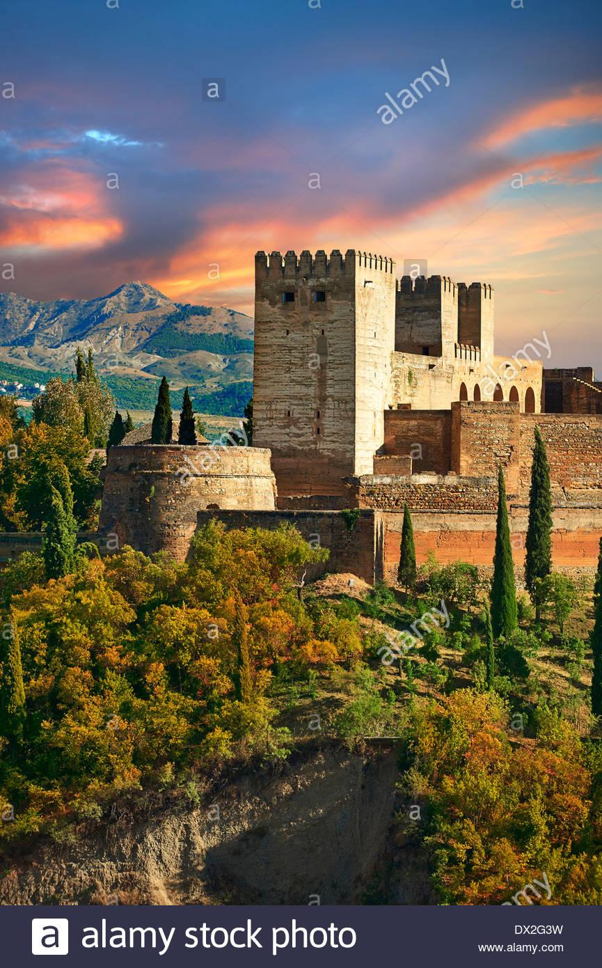 Vista de la Alhambra Palace comples Islmaic morisca y fortificaciones. Granada, Andalucía, España. Imagen De Stock