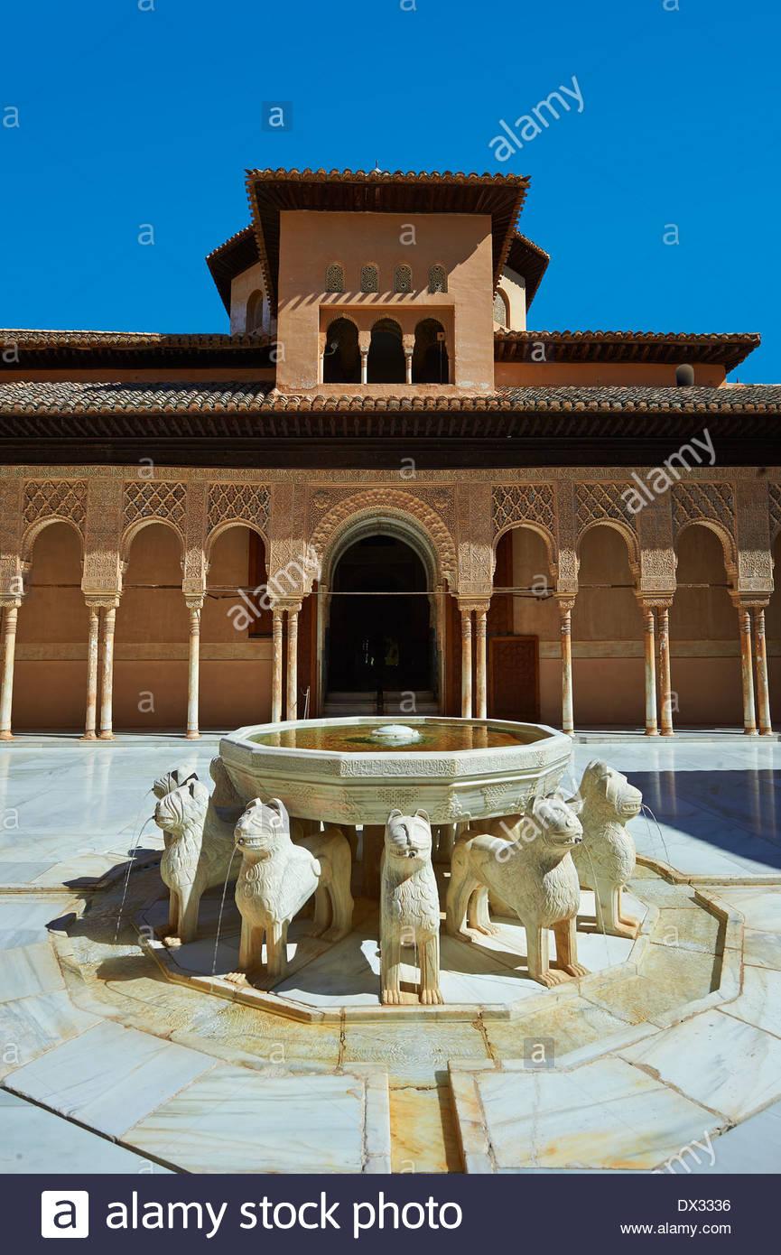 Arabesco arquitectura morisca del Patio de los Leones (Patio de los leones) los Palacios Nazaries, Alhambra. Granada, España Imagen De Stock