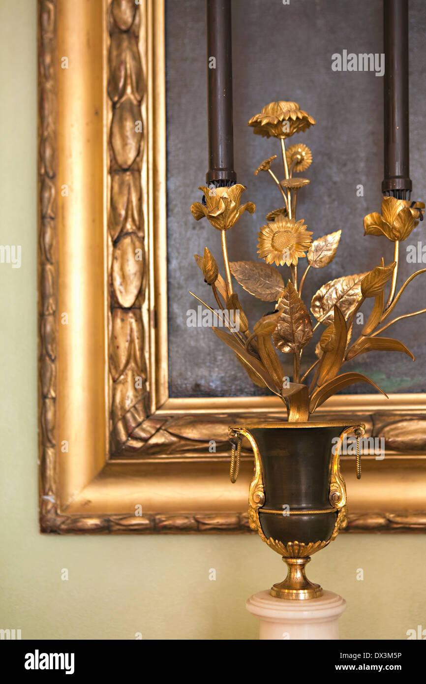 Escultura floral dorado ornamentado y picture frame Imagen De Stock