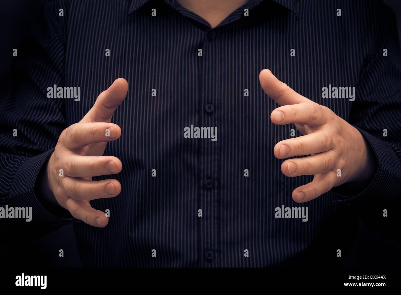Hombre gesto o mostrando el tamaño de algo Imagen De Stock