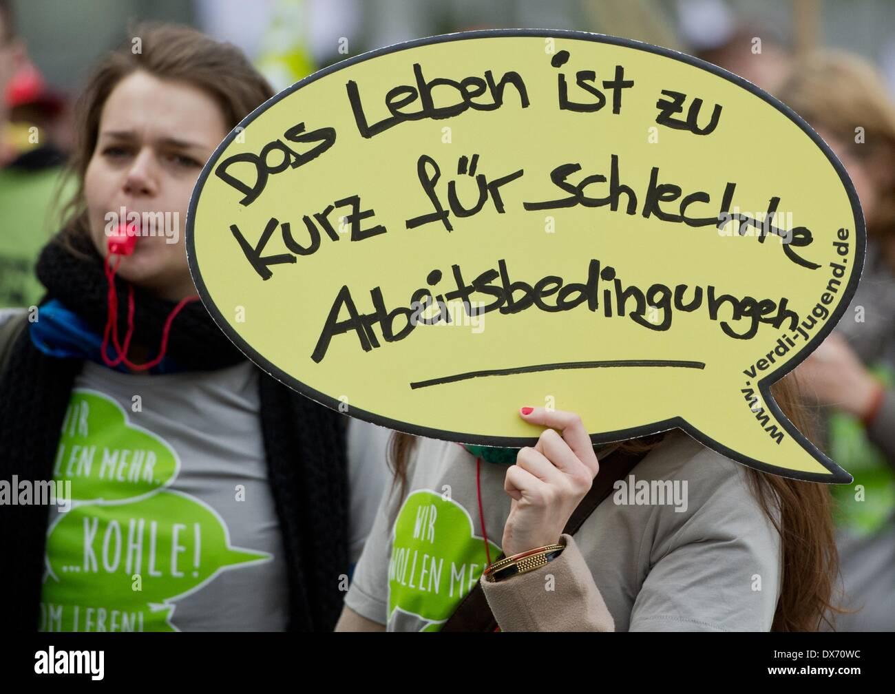 Frankfurt Main, Alemania. 19 Mar, 2014. Un cartel dice \