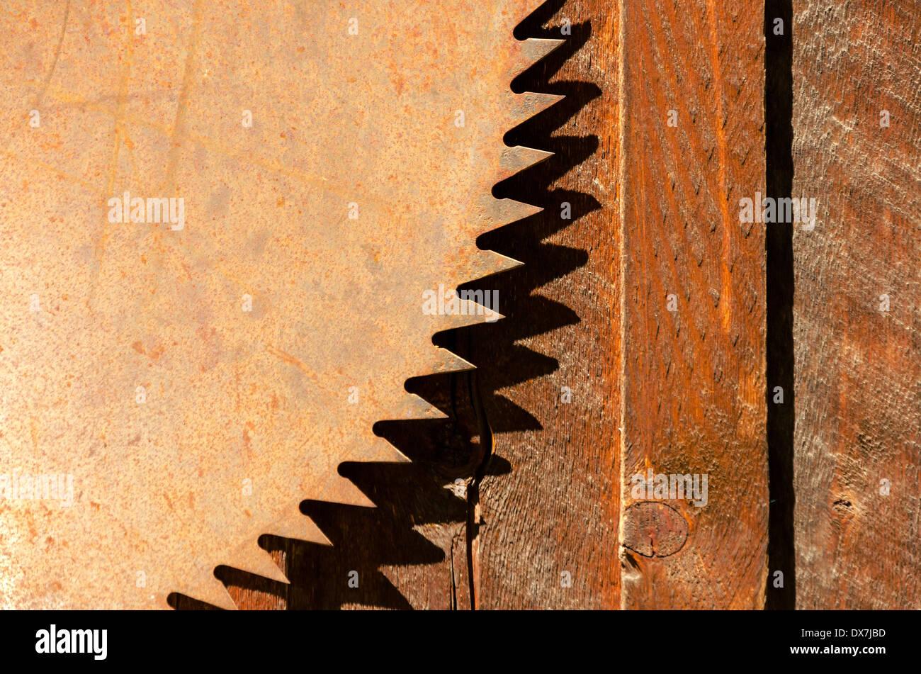 Oxidado de una vieja hoja de sierra circular Foto de stock
