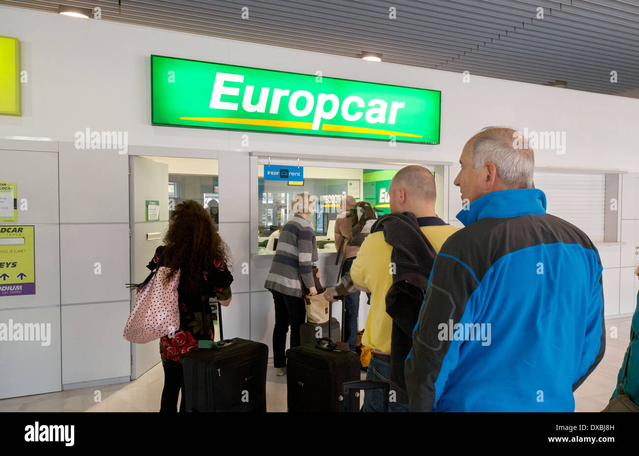 People car rental desk in im genes de stock people car for Oficinas europcar madrid