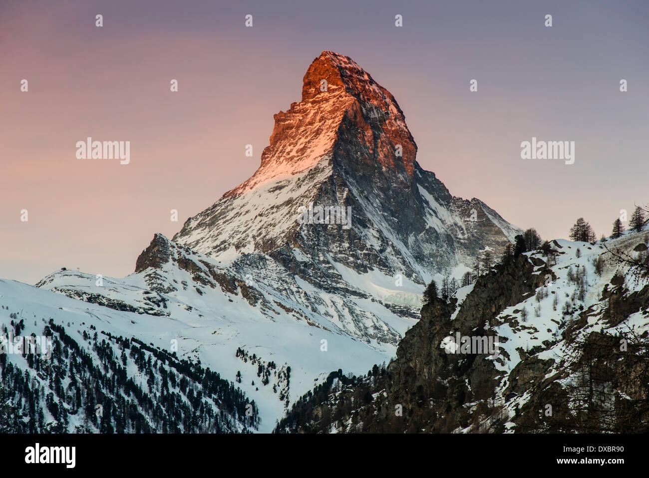 Vista invernal de Matterhorn al amanecer, Zermatt, Vales o Valais, Suiza Foto de stock