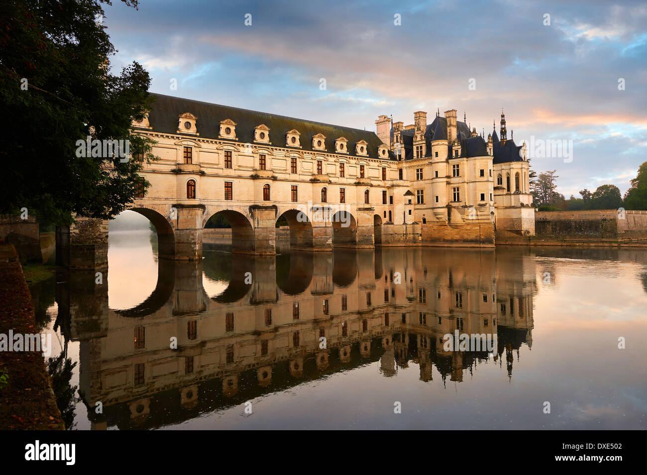 Château de Chenonceau, diseñada por el arquitecto francés Philibert de l'Orme 1555 por abarcar el río Char. Valle del Loira Chenonceau Imagen De Stock