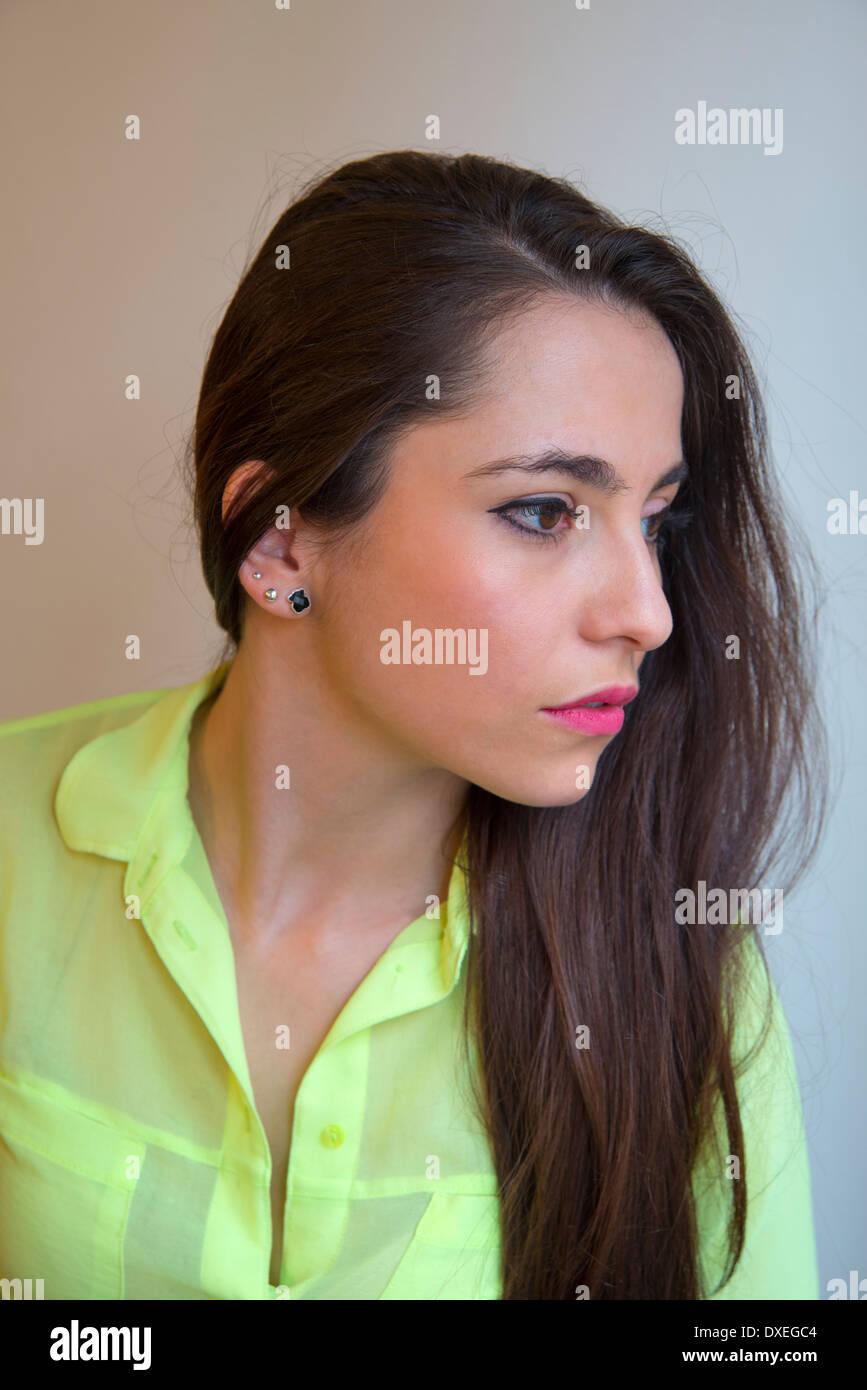 Perfil retrato de mujer joven. Foto de stock