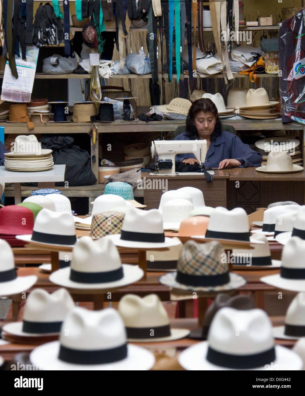 607b19c40347c Tienda de venta de sombreros de Panamá en Cuenca en el sur de Ecuador.  Imagen