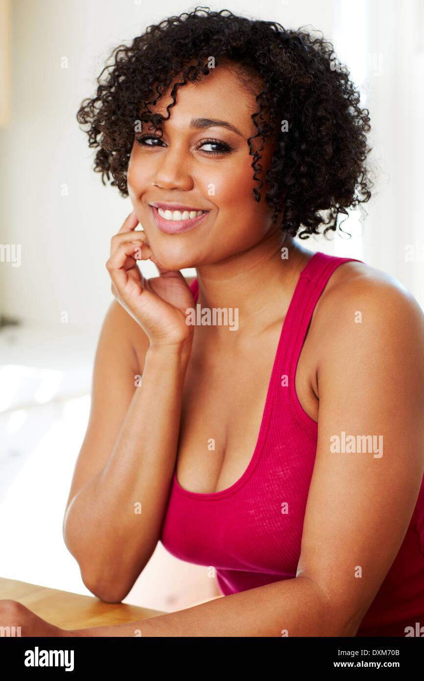 Raza mixta mujer sonriendo Foto de stock