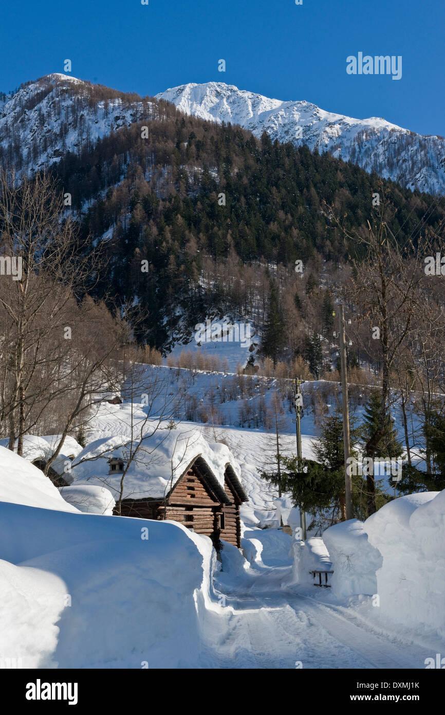 Suiza, Lavizzara valle, Mogno Foto de stock