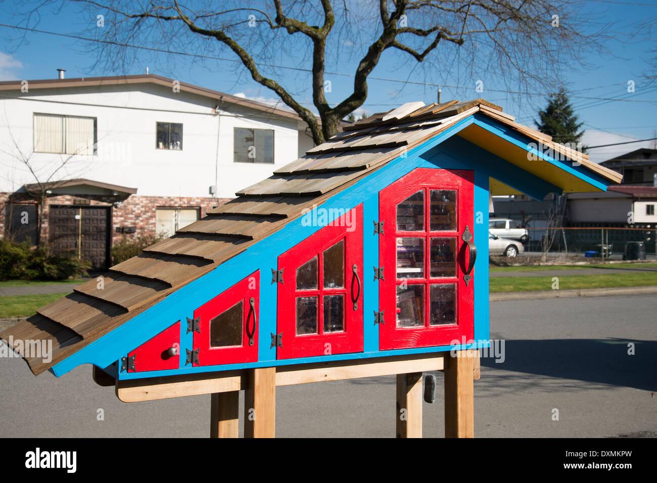 Pequeña biblioteca libre, intercambio de libros caja, Vancouver, British Columbia, Canadá Imagen De Stock