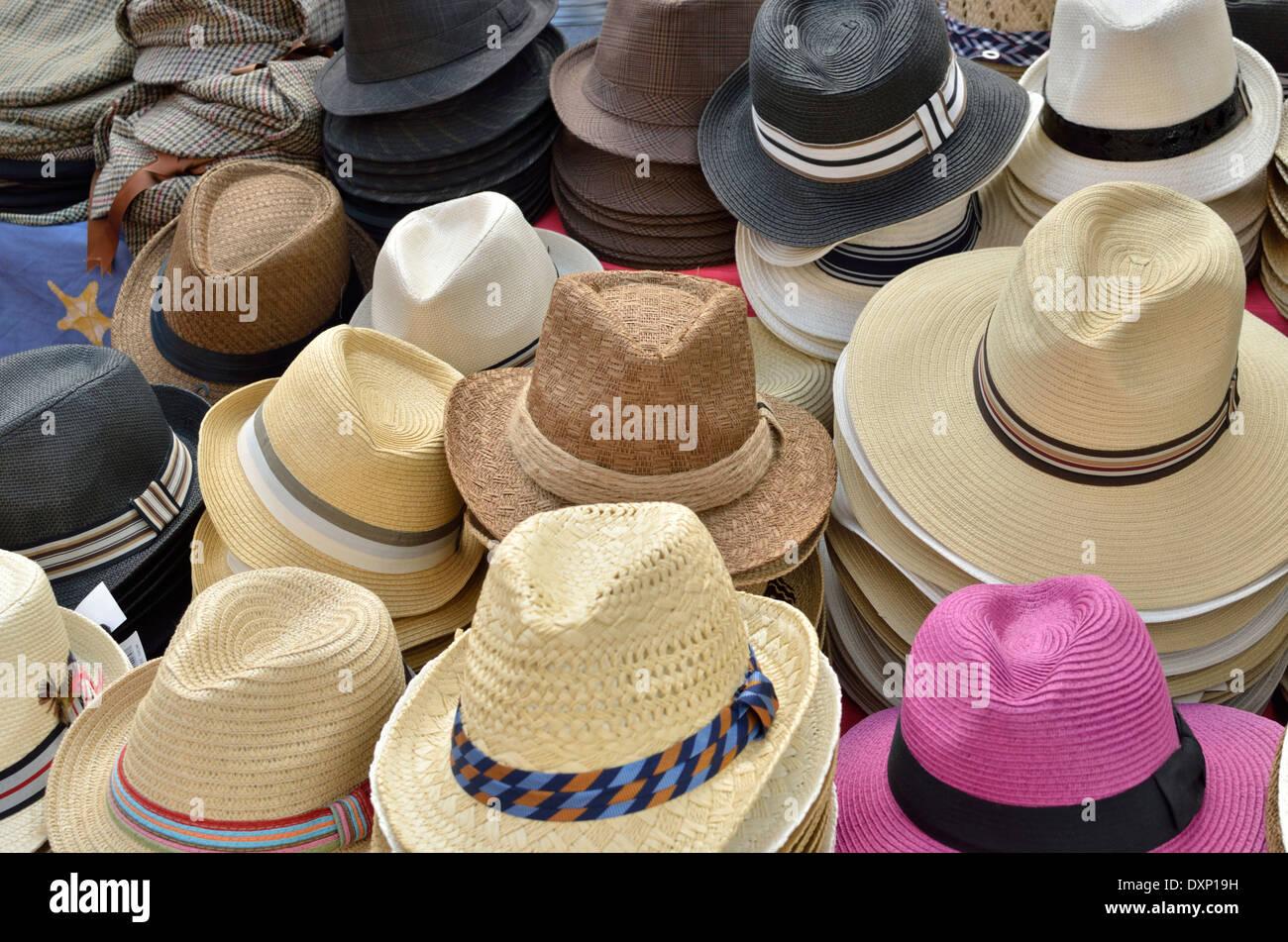 Lots Of Hats Imágenes De Stock   Lots Of Hats Fotos De Stock - Alamy 6059a2774a9