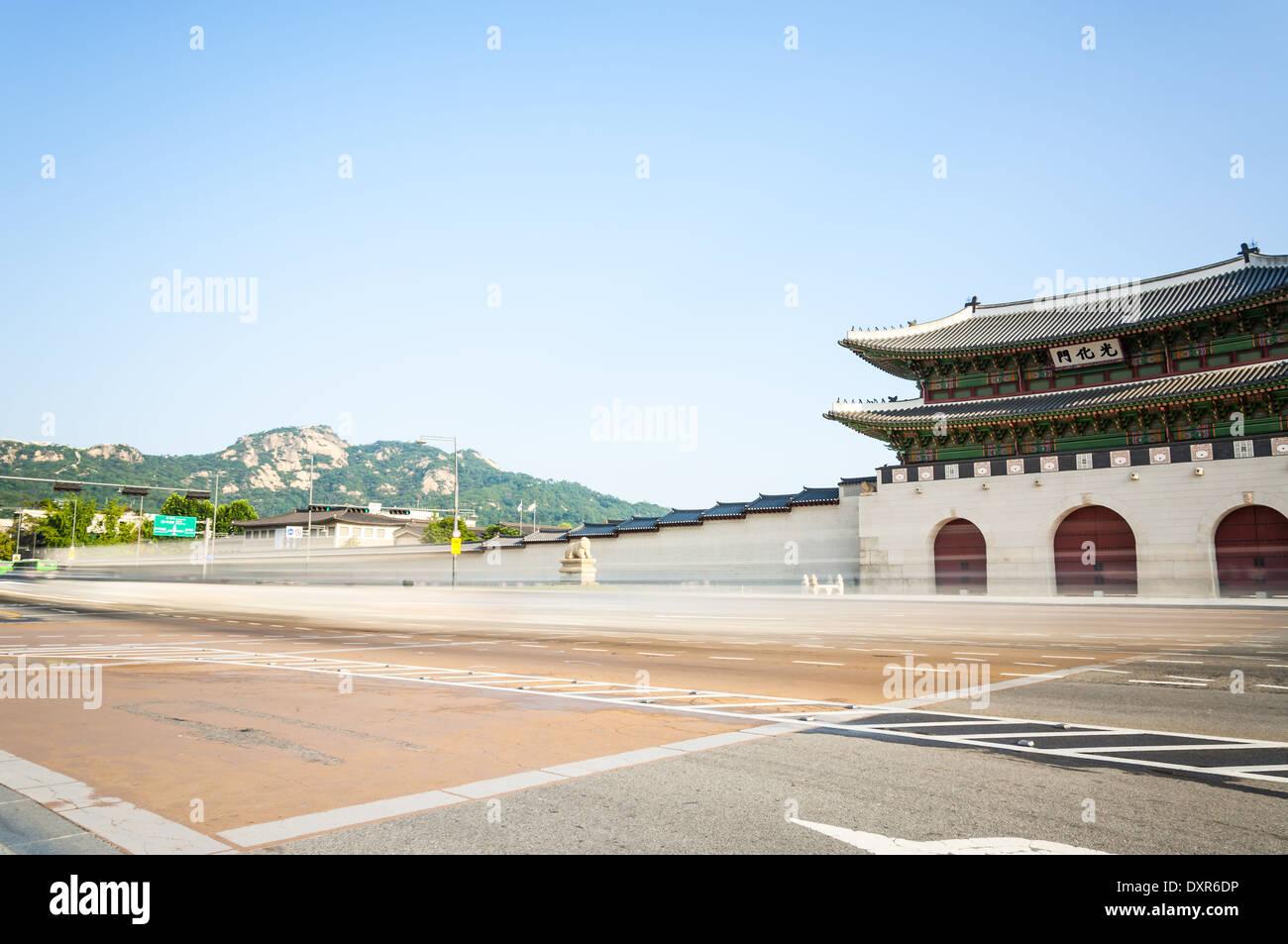 Arquitectura tradicional coreano en el Palacio Gyeongbokgung en Seúl, Corea del Sur. Imagen De Stock