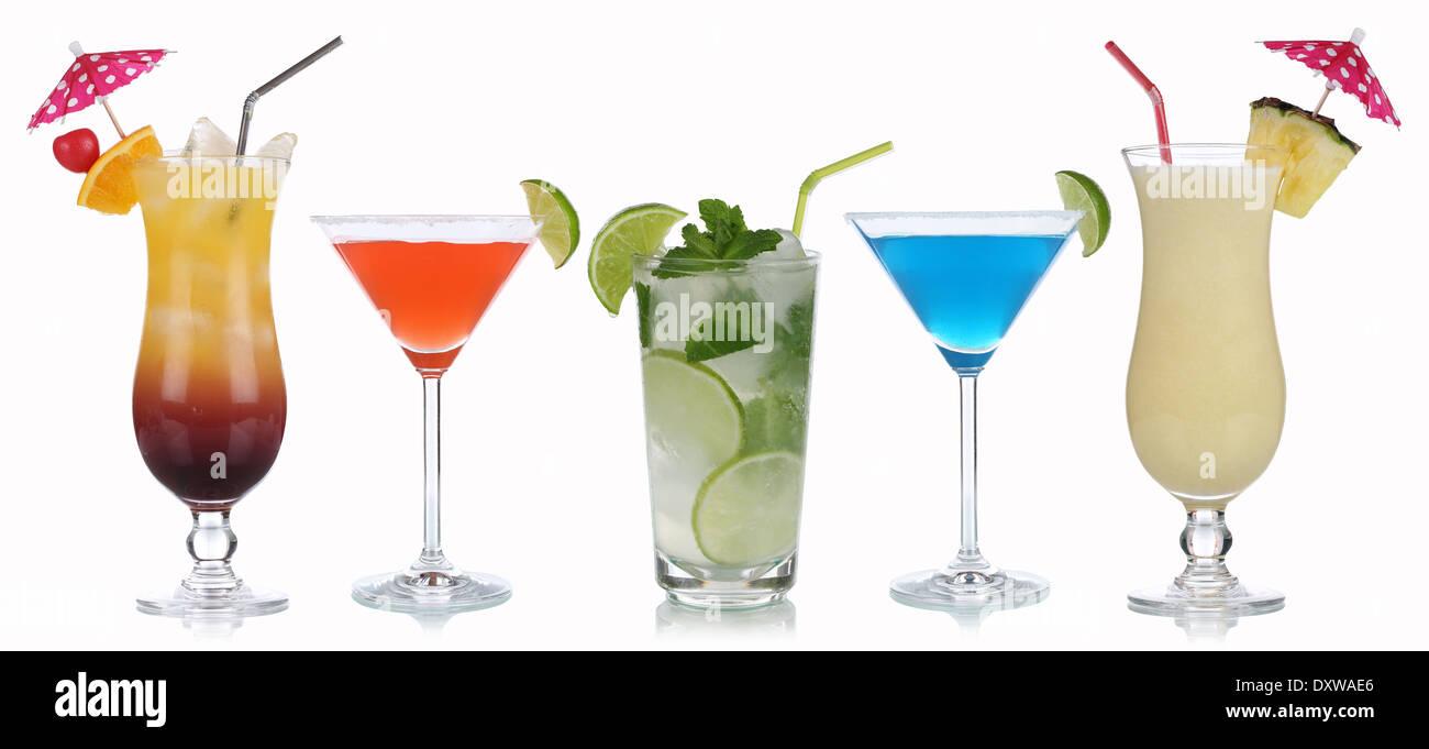 Grupo de cócteles como Martini, Mojito o Tequila Sunrise aislado sobre un fondo blanco. Foto de stock