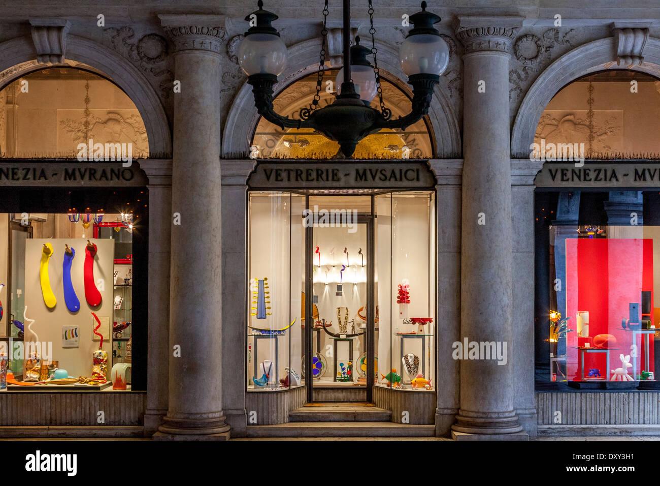 Tienda de Cristal de Murano, frente a la Plaza de San Marcos, en ...