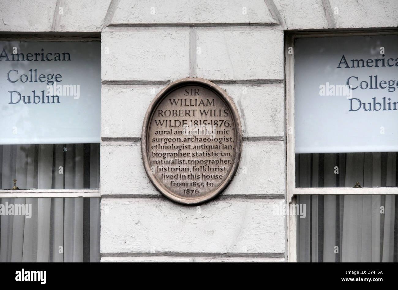 Número 1, Merrion Square, en Dublín, que fue una vez el hogar de Oscar Wilde y lleva una placa conmemorativa a su padre Sir William Imagen De Stock