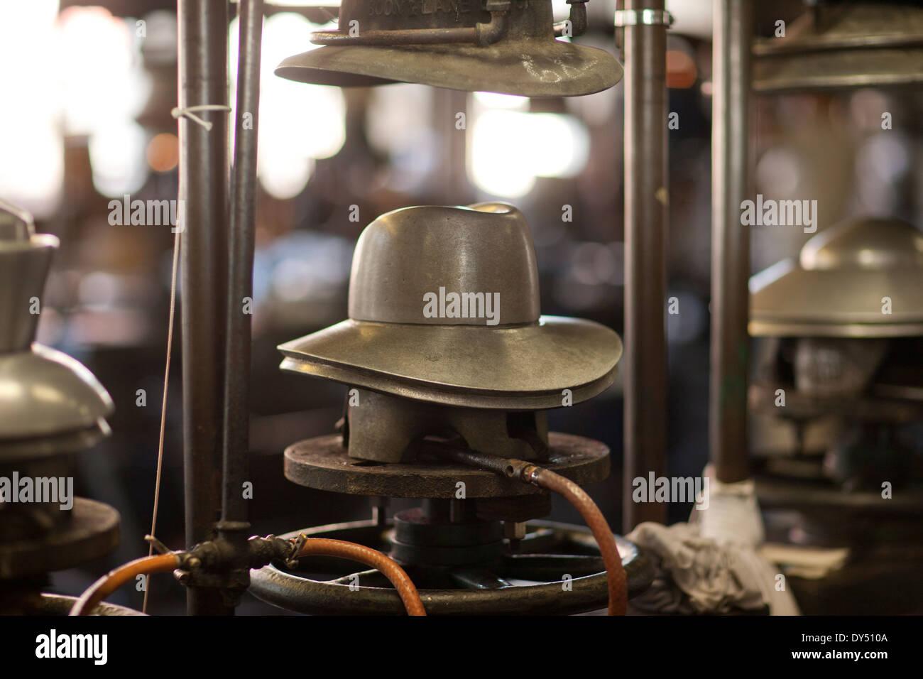 Panama Hat Factory Imágenes De Stock   Panama Hat Factory Fotos De ... f0e5ce4e9da