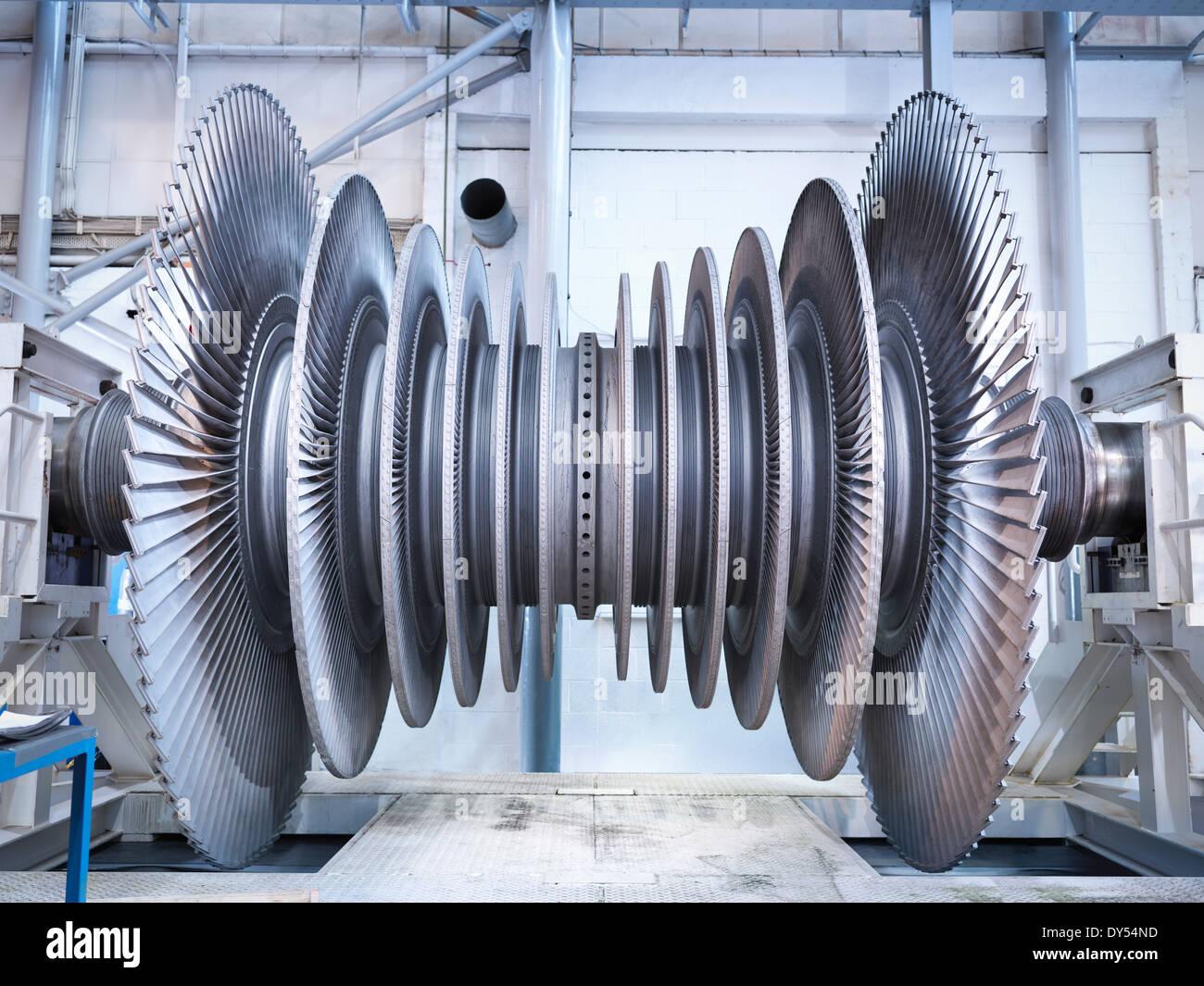 Vista lateral de la turbina de vapor de baja presión en la bahía de reparación Imagen De Stock