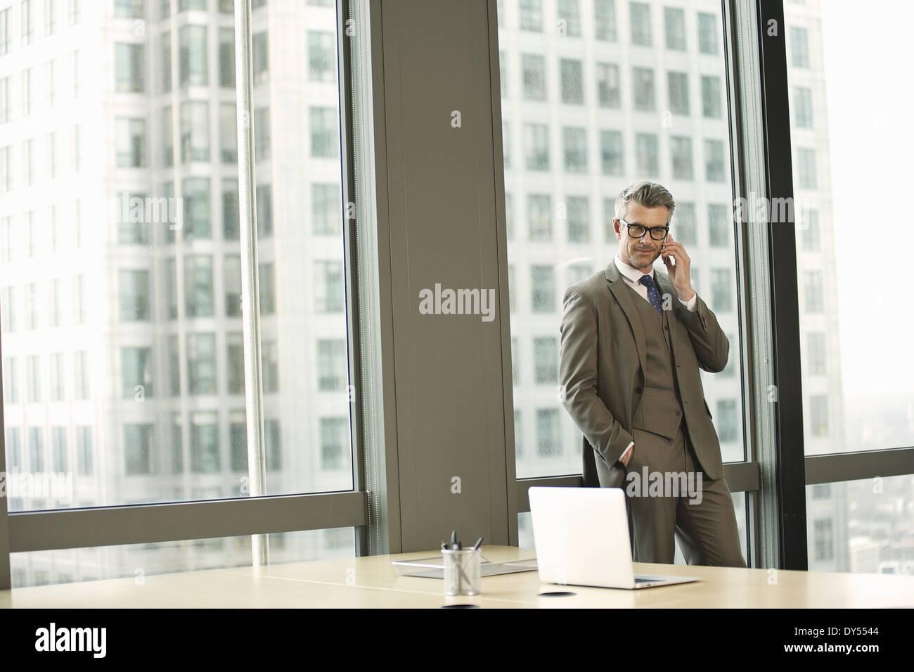 Retrato del empresario en la oficina de gran altura Imagen De Stock