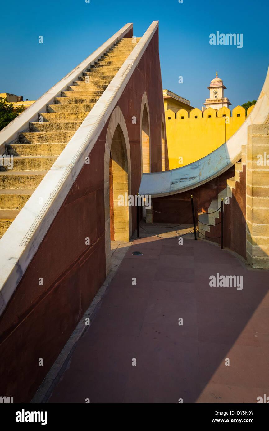 El Jantar Mantar es una colección de instrumentos astronómicos arquitectónicos en Jaipur, India Imagen De Stock