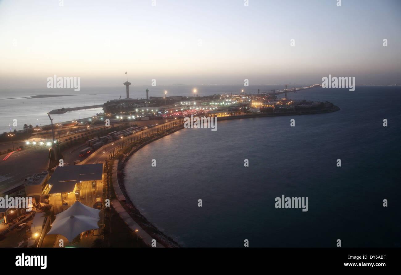 El rey Fahd Causeway sobre el Golfo de Bahrein entre el Reino de Bahrein y Arabia Saudita Imagen De Stock