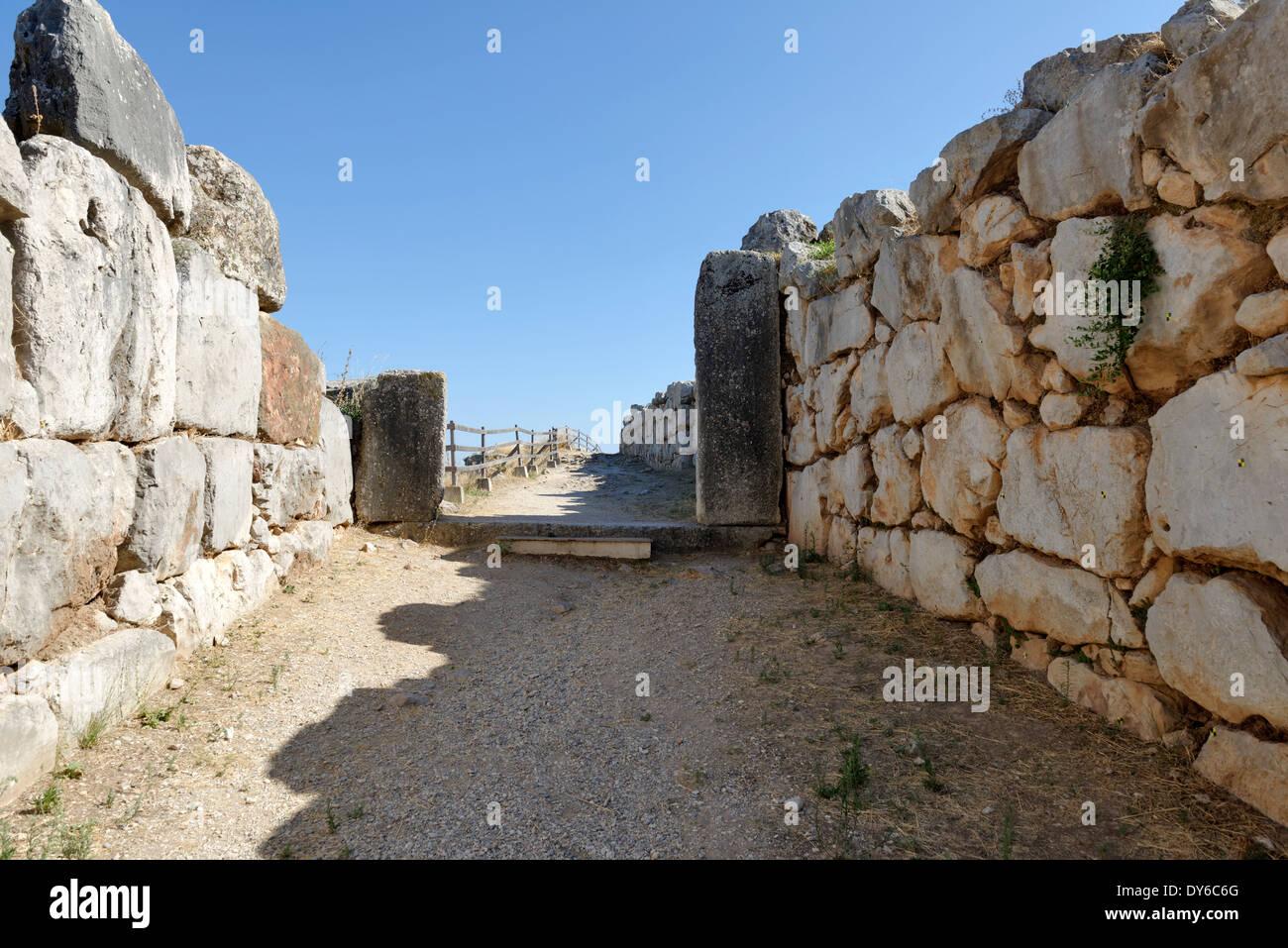 Seccion Masivamente Caliza Gruesos Muros Exteriores O Murallas - Muros-exteriores
