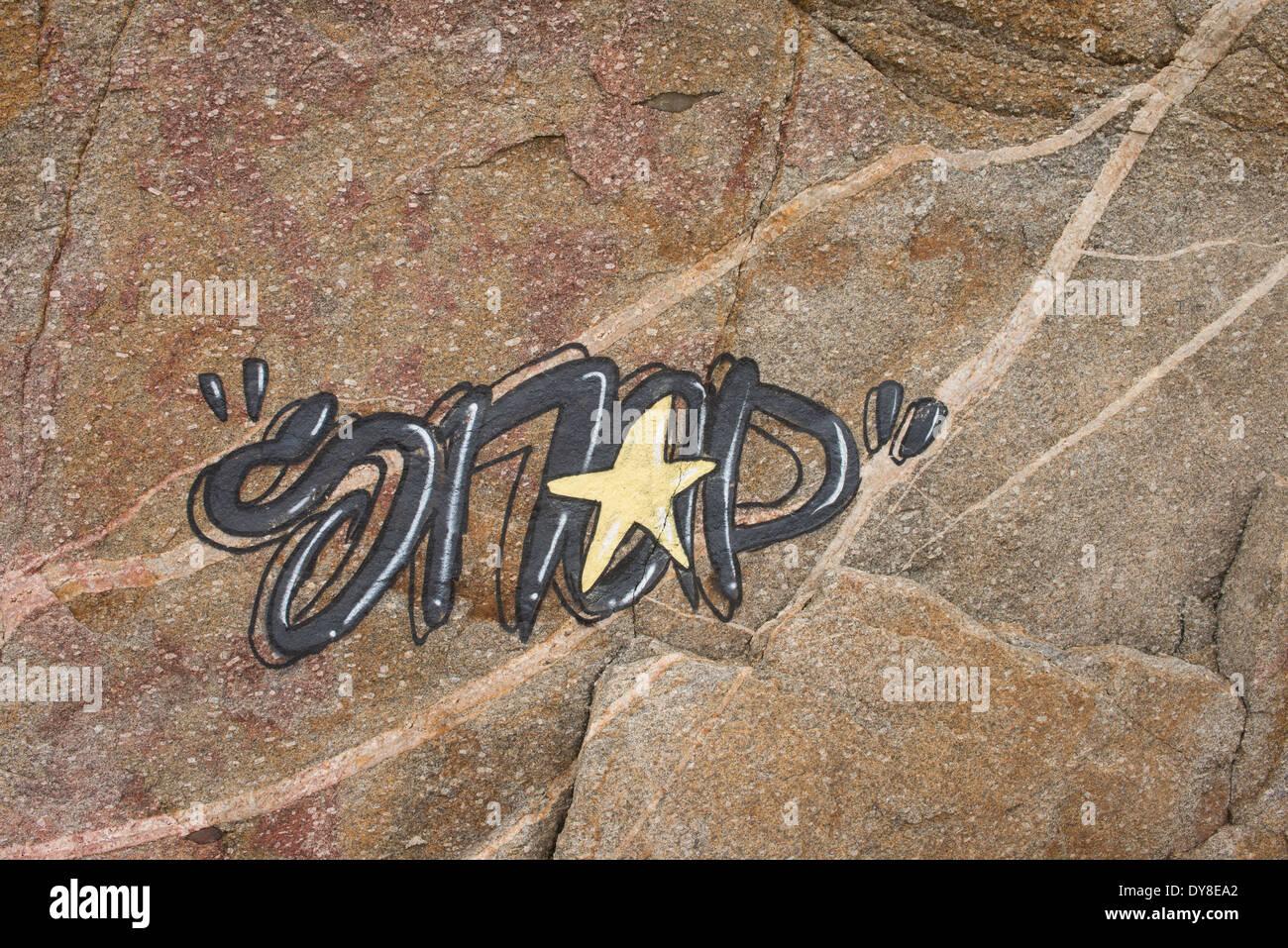 Artista callejero de firmas en roca arenisca, España Imagen De Stock