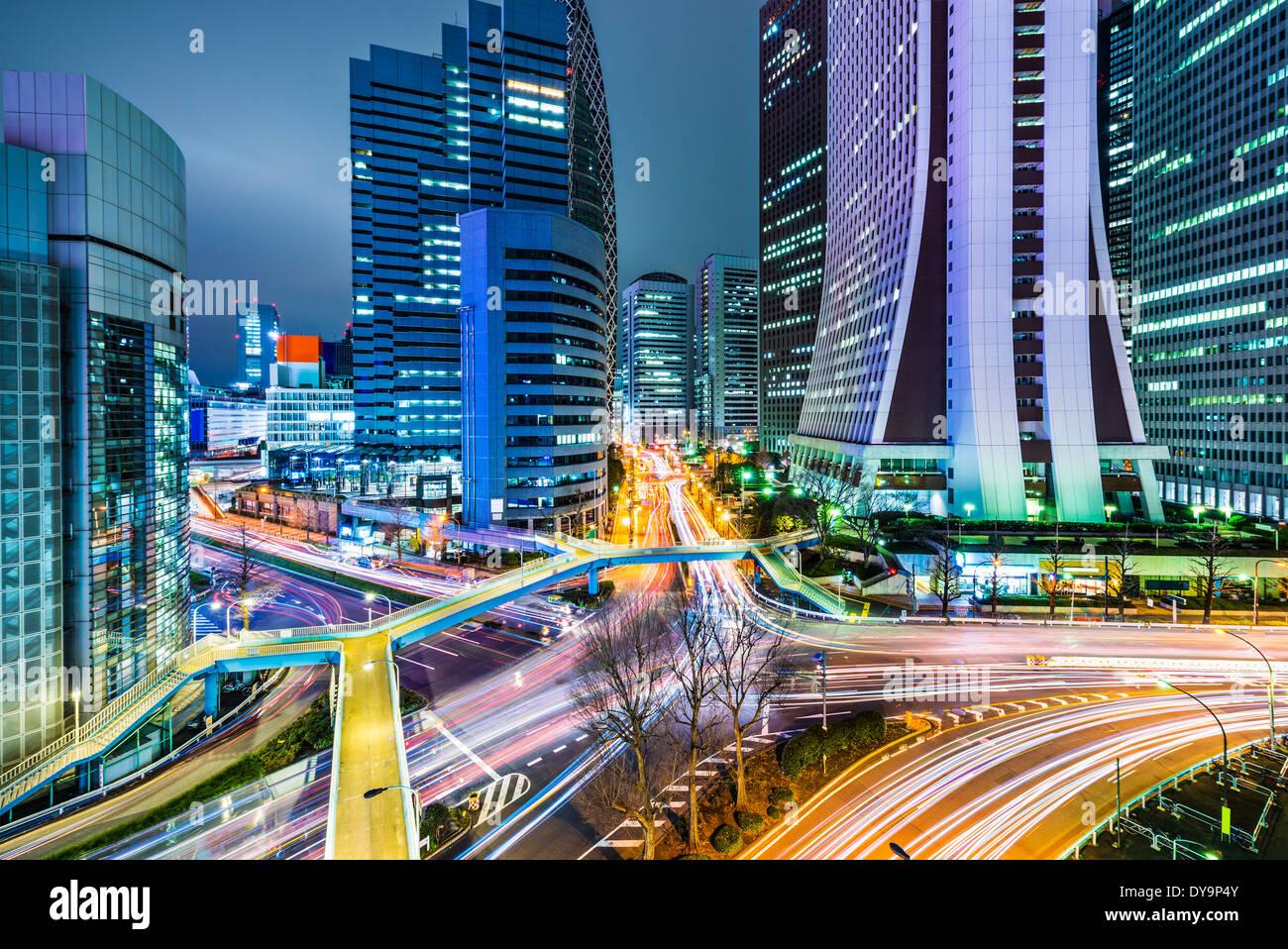 Edificios de oficinas en Tokio, Japón en Shinjuku. Imagen De Stock