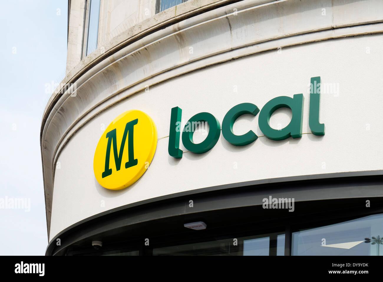 Morrisons Almacén local en el centro de la ciudad de Manchester, Inglaterra, Reino Unido. Imagen De Stock