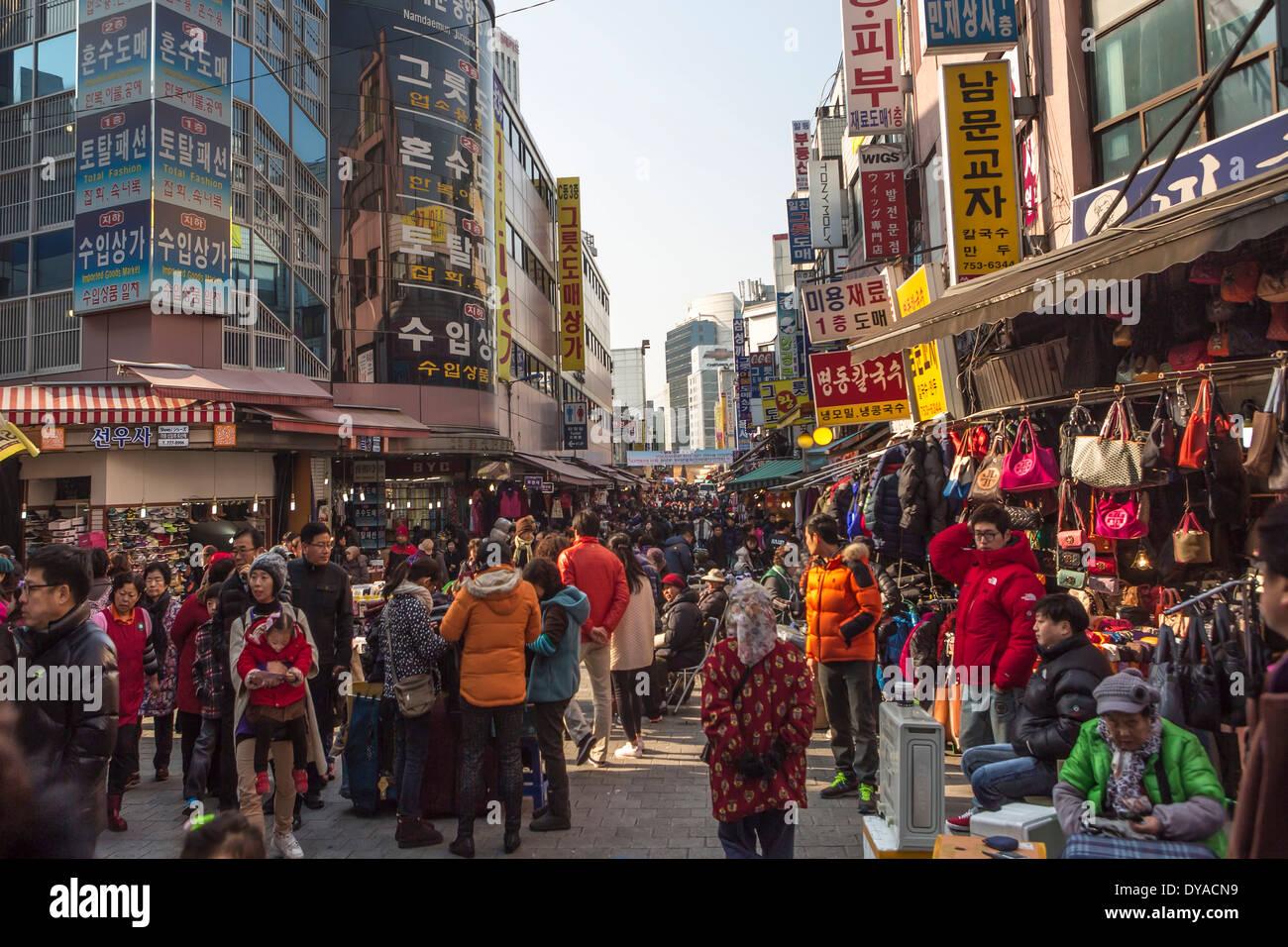 Corea Asia Myeongdong Seúl City Landmark colorido mercado escena popular calle comercial tradicional de viajes turísticos peopl Imagen De Stock