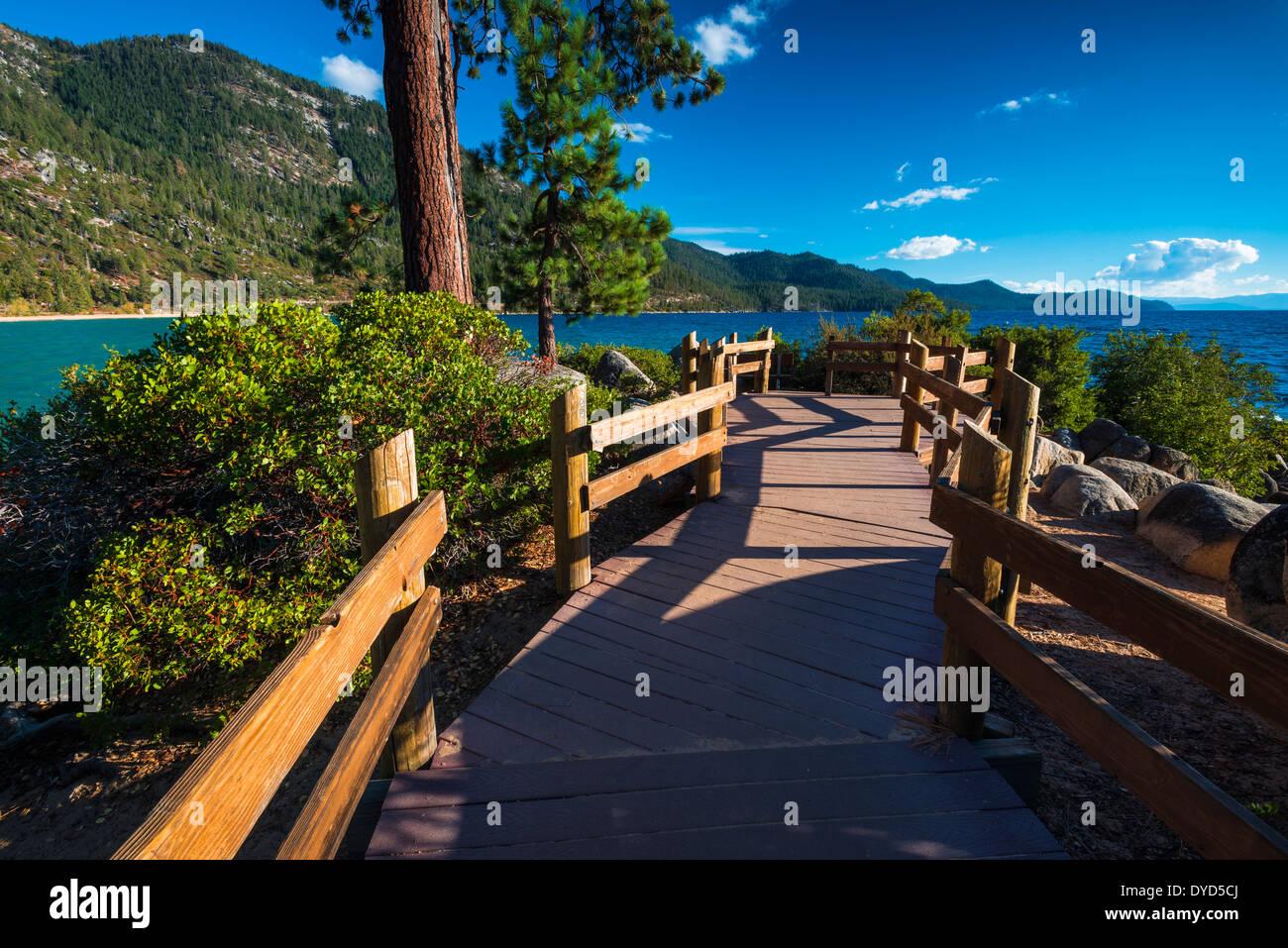 Ruta Costera en Sand Harbor State Park, Lake Tahoe, Nevada, EE.UU. Foto de stock