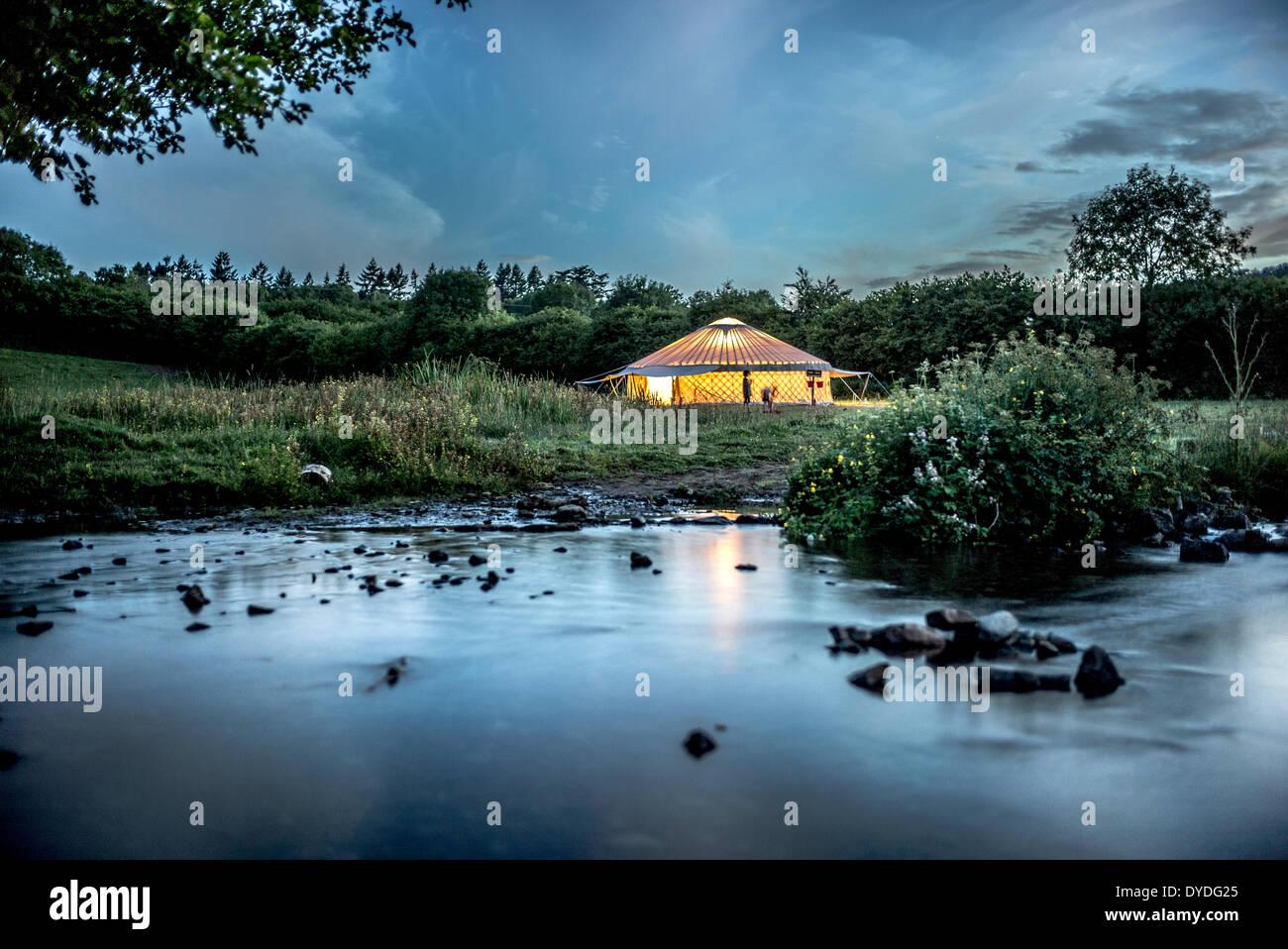 El yurt en lugar de cantar el campamento en Dartmoor. Imagen De Stock