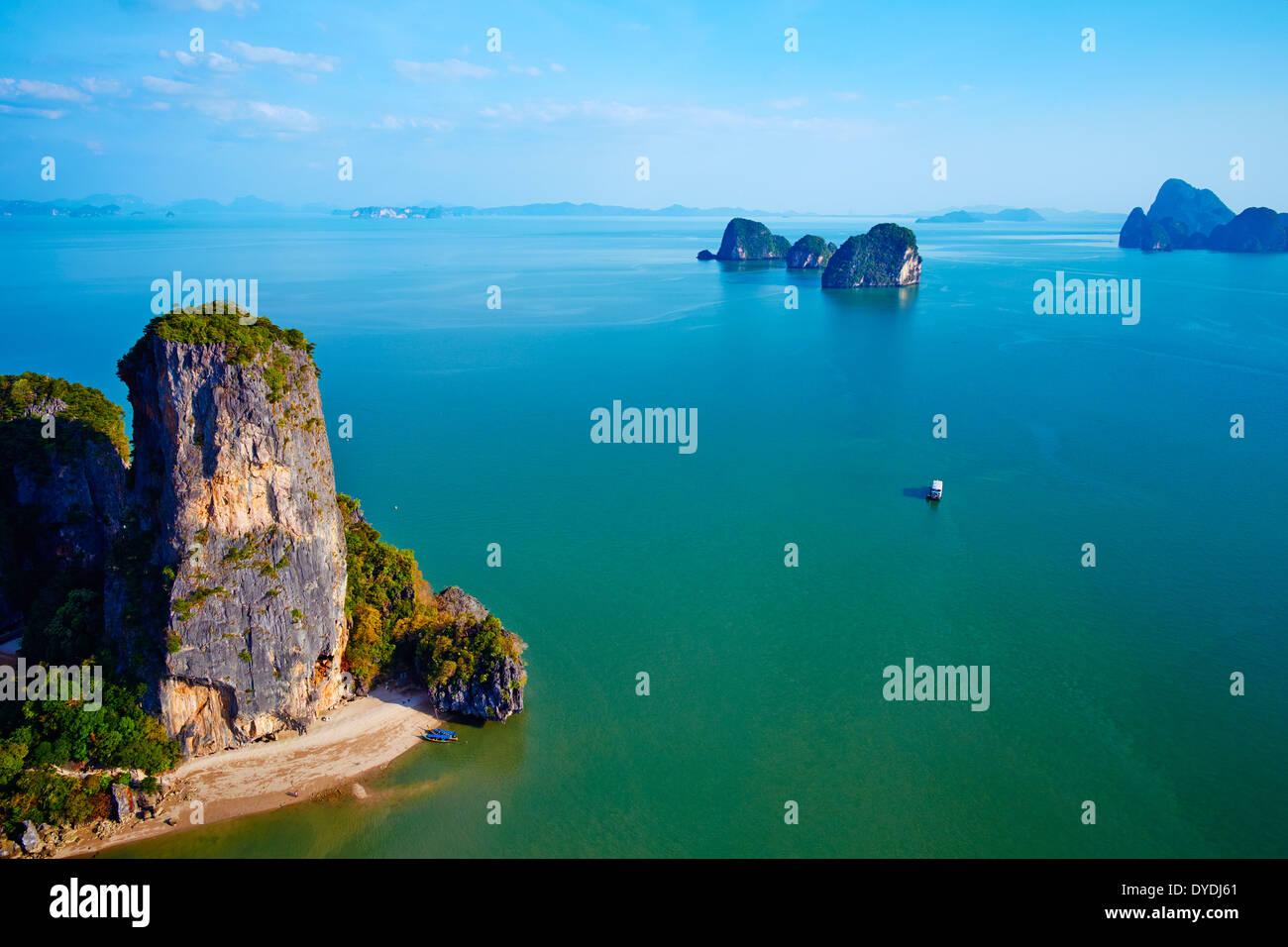 Tailandia, por la bahía de Phang Nga, Ao Phang Nga parque nacional, la isla de Ko Khao Phing Kan Foto de stock