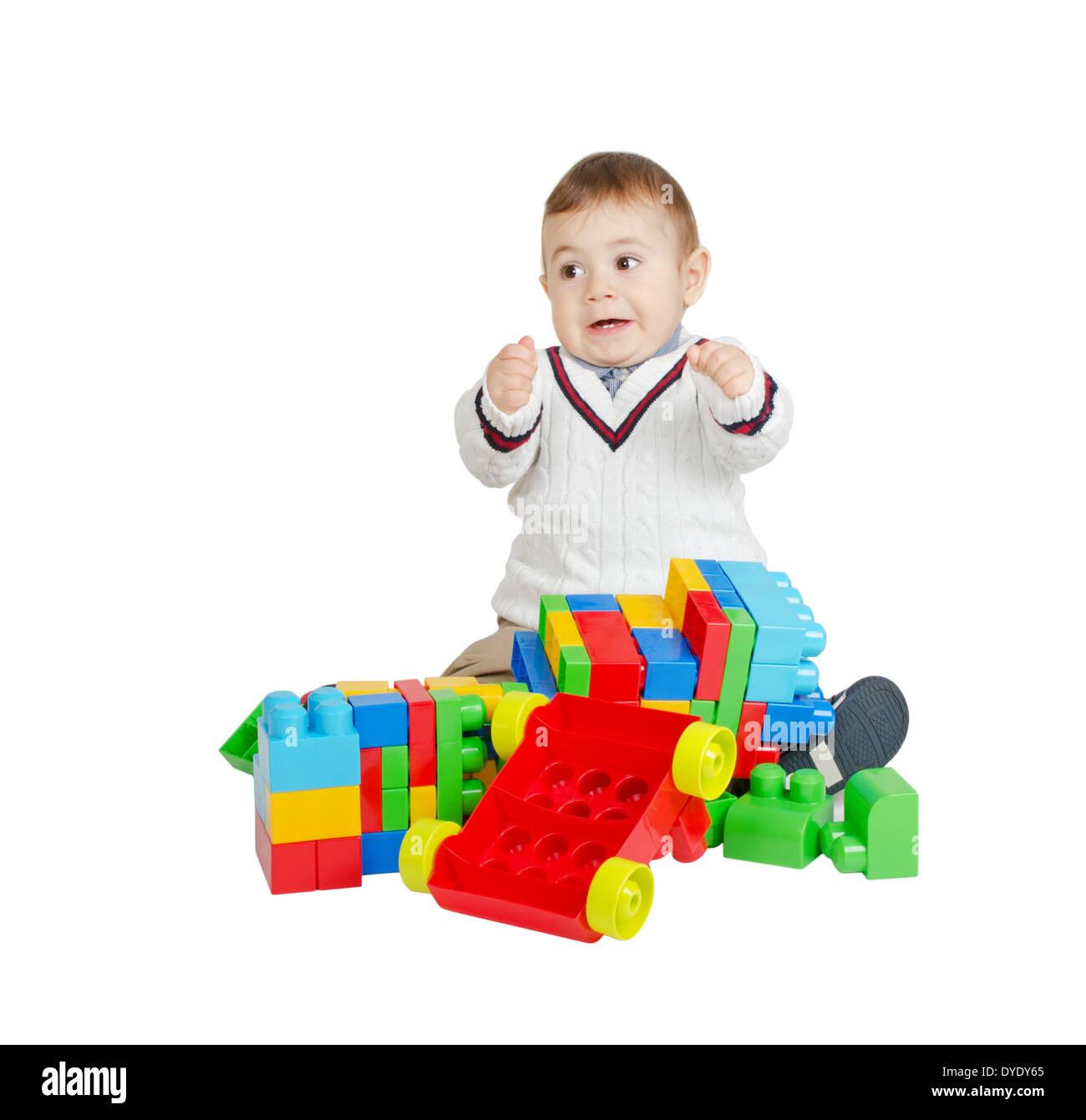 Angry boy con coloridos juguetes de plástico aislado en blanco Foto de stock