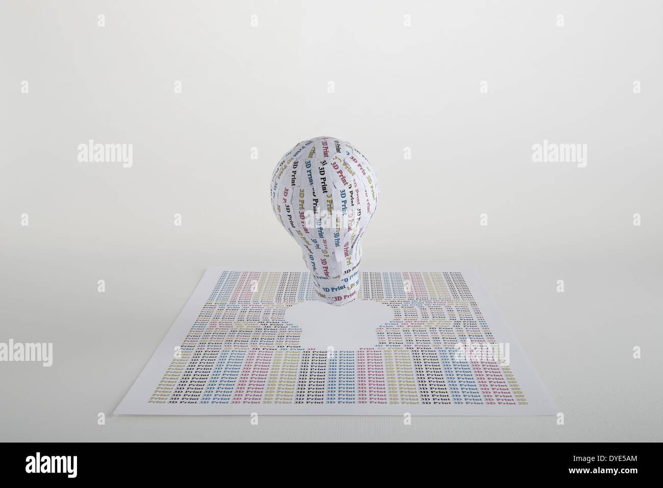 CYMK Impresión 3D concepto: la bombilla de la idea al modelo sólido Foto de stock