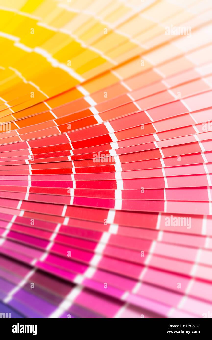 Libro de muestras de color. Muestra el catálogo de colores del arco ...