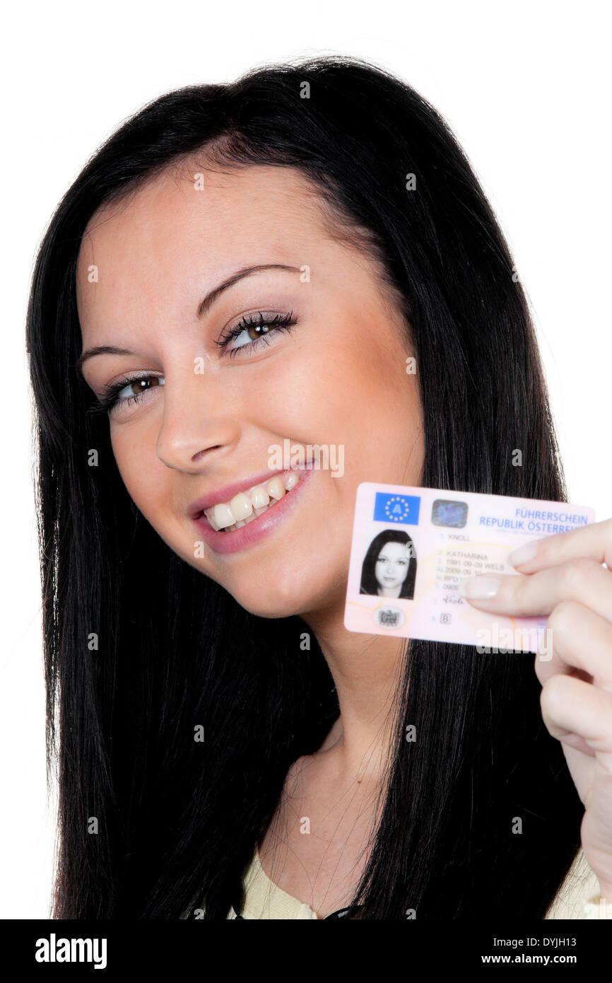 Mujer con las llaves del coche y licencia de conductor. Prueba de conducción, Frau mit Fuehrerschein. Fahrpruefung Imagen De Stock